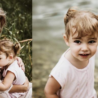 Séance de photo de famille en extérieur
