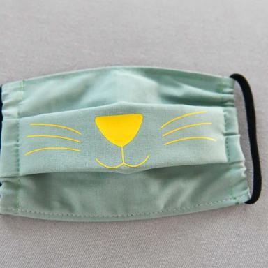 Masque ENFANT tissu vert clair Chat jaune