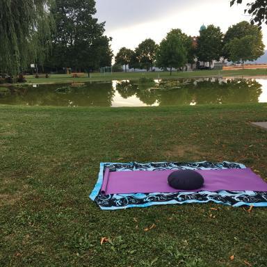 Initiation à la pleine conscience en salle, dans un parc ou en bord du lac ( Cully; St-Sulpice)